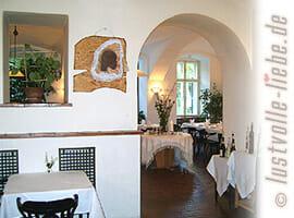 Große Küche im kleinen Innenhof