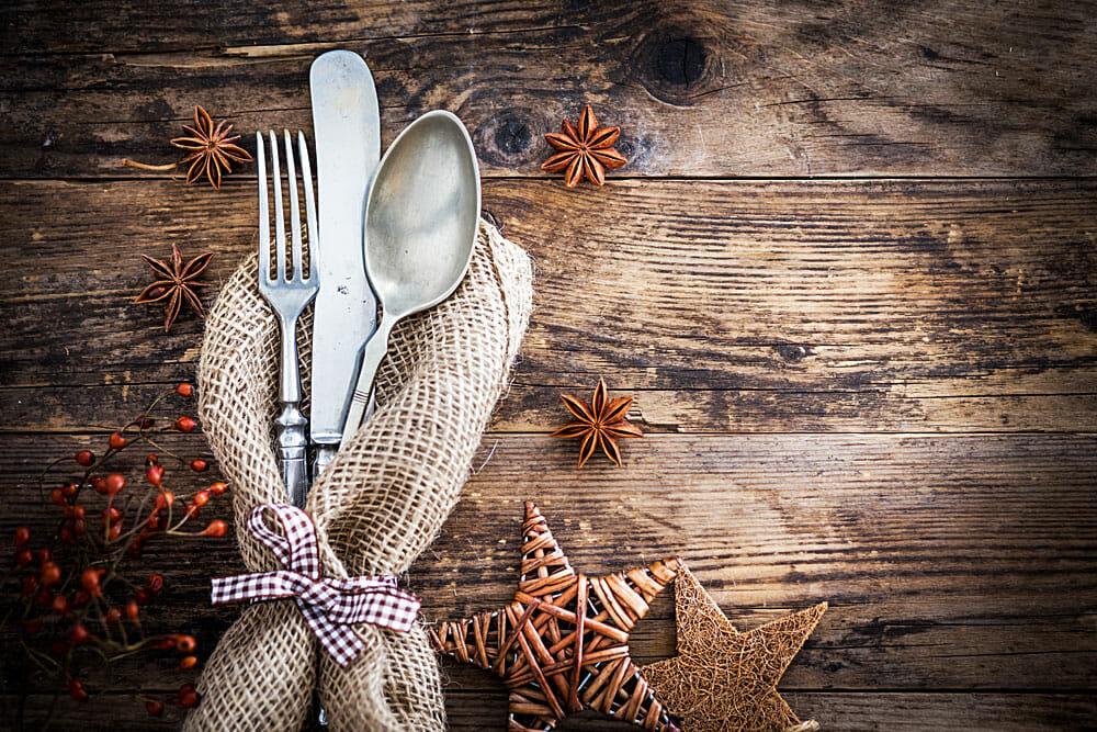 Üppiges Besteck, schwere Teller - wie schönes Gedeck unseren Geschmack beeinflusst