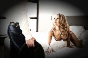 Erotische Stunden zu zweit oder dritt – Tipps für mehr Spaß im Bett