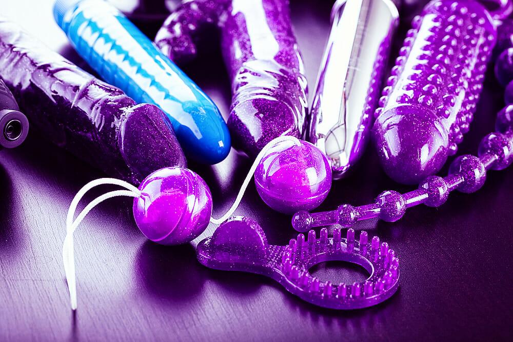Sammlung von Sex-Spielzeug: Lustkugeln, Vibratoren